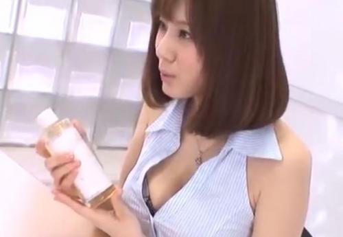 【麻美ゆま】美人OLが足コキ手コキフェラでザーメンを搾り取る!
