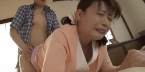 【三浦恵理子】巨乳人妻が息子と近親相姦セックス