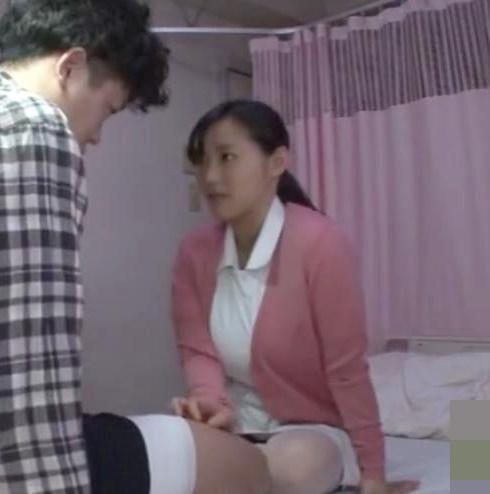 【澁谷果歩】爆乳ナースが患者チンポを手コキしてくれますw