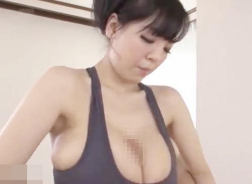 Hitomi「おっぱいで挟んであげる♡」爆乳美女が手コキフェラや着衣パイズリでザーメンを搾り取る!