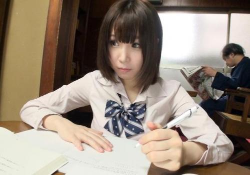 コタツで勉強している美少女JKにパンツが丸見えだったので股間に指でイタズラしてみたw