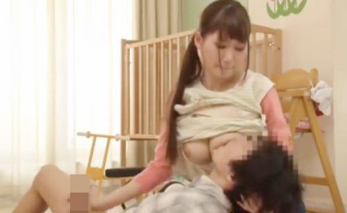 保育士の巨乳お姉さんに授乳手コキでチンポがフル勃起!