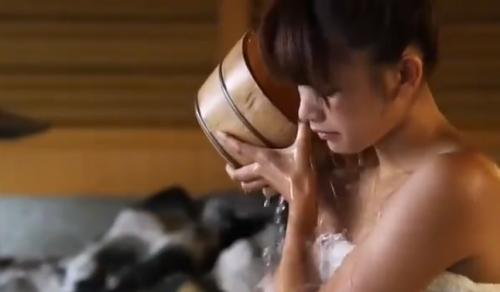 超可愛いFカップグラビアアイドルが温泉で誘惑するさまがエロすぎ!!