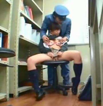 万引きしたミニスカJKが事務所でガチレイプ乳首責めで感じまくる!!