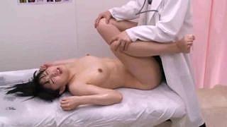 ◆鬼畜 ヤバいやつ◆母親がいなくなると医者の態度が急変…清楚な美少女JCが診察台に横にされて無理矢理レイプで中出しまで…