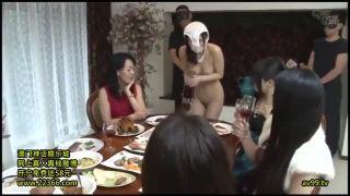 【SM】同性羞恥プレイ×公開調教!パンティ被って外を全裸で四つん這い歩きさせられ集団いじめを受ける美女