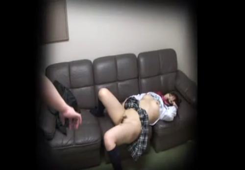 JKアイドルが事務所の社長と枕営業でハメ撮りセックスしているところを盗撮!!