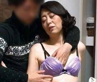 ‹素人妻›巷で大評判のおばさんレンタルでドストライクの豊満巨乳熟女をタネ付けSEXに待ちこむ!