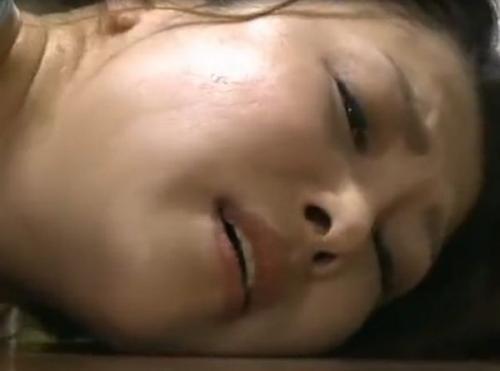 «ヘンリー塚本»不法侵入者にオナニーを目撃された美人妻が激しすぎるレイプの腰付きに虜となる!!