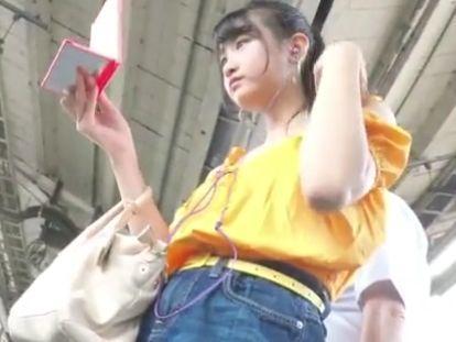 【HD盗撮】パンツが捩れ具合が絶妙すぎ!マジで可愛いお嬢さんのパンチラが最高過ぎwww