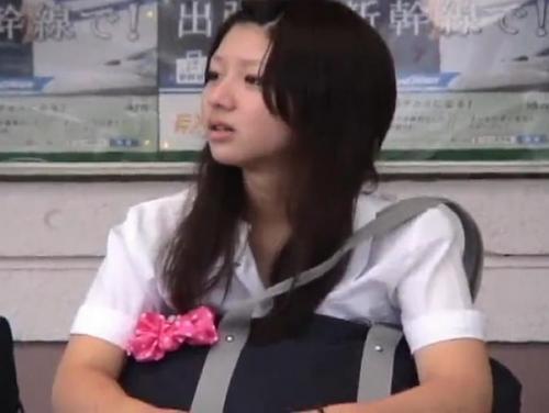«HD盗撮»股間モッコリ桃色パンティ!超可愛い女子校生のキュートなパンチラが使いどころ満載www