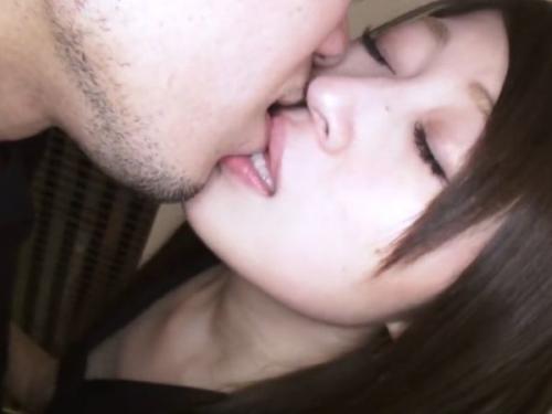 【無 素人】 甘えた表情で男を誘うアラサー色白美乳美人妻と不倫セックスをとことんヤリまくって最後はガッツリ中出し!