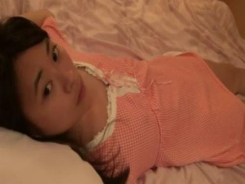‹観覧注意›見た目が中学生くらいの幼い女の子をホテルに連れ込んでハメ撮りした危険映像!