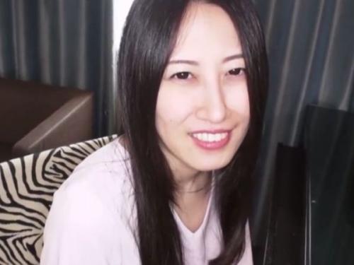 【無・素人】カメラ目線で感じまくる剛毛マムコの黒髪スレンダー若熟女をハメ撮り中出し♪