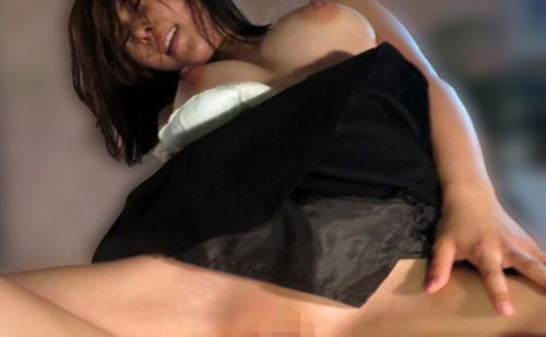 清楚な人妻が男の執拗な誘惑に断りきれず見事な裸体を披露してしまうw