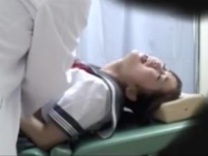 <産婦人科>(なにこれ、、マンコが壊れちゃう!)妊娠疑惑でナイーブになってる女●高生の弱みにつけこみ中出しレイプする医師
