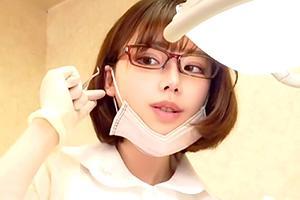 深田えいみ「こんなビンビンになっちゃって…」歯石除去中に胸を押し付けて来る小悪魔歯科助手