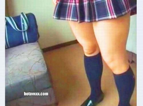 【素人ナンパ企画】パンツ見えてるミニスカJK!ロリ女子高生がカラオケ友達待ち合わせ中にナンパされハメ撮りされる糞ビッチ