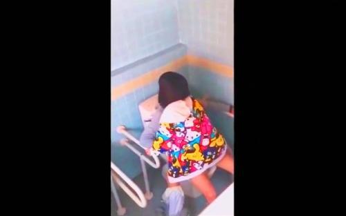 『ヤバイやつ』※スグに消えます※『痛い痛い(´;ω;`)』処女なのか?JC中学生みたいなロリ美少女の素人ハメ撮り動画流出wwww