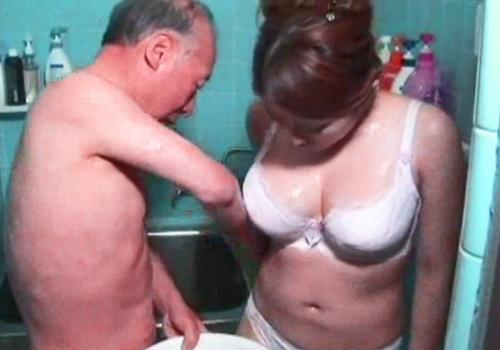 【中出し介護】絶倫GGの性処理はぽっちゃり爆乳おっぱいの熟女人妻介護師さん!愛情たっぷりのドスケベ介護を堪能!