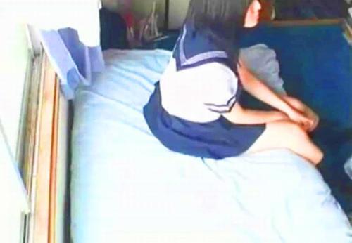 【援交】ヤバイやつ!セーラー服ロリ美少女スレンダー女子高生JKを素人ナンパ連れ込みSEXハメ撮り流出動画!他黒ギャル1作