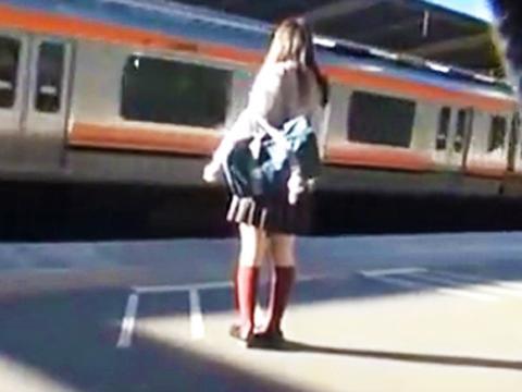 【個人撮影】本当は中学生の女児らしいので掲載停止あり!処女っぽい童顔の女子校生に痴漢した激ヤバ流出映像【美少女ロリJC】