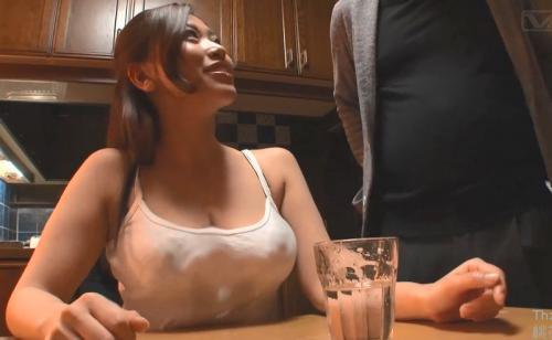 【三十路熟女中出し】ポヨヨン爆乳おっぱい透け透けキャミソールの息子の嫁がエロ過ぎるのでNTRセックス種付け中田氏!