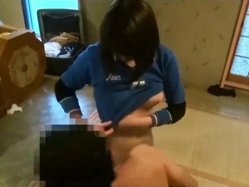 <個人流出>「胸でっけぇwww」ロリ女子校生のバレーボール美少女を援助交際でハメ撮り!美爆乳JKの激レア動画<女子児童>