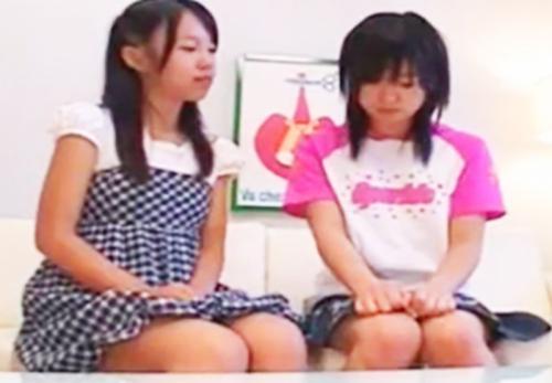 【ほぼ幼女】※これはアウトwwww※♡JS小学生なロリっ娘が♡クチュ♡クチュ♡お互い手マンしながらレズキス唾液交換とかww