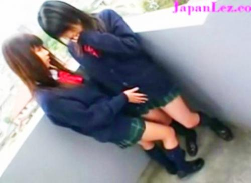♡レズキス♡JC中学生みたいな超ロリッ娘レズビアンがお互いのオマンコくちゅ♡くちゅ♡手マンしながら唾液たっぷりのレズキスww
