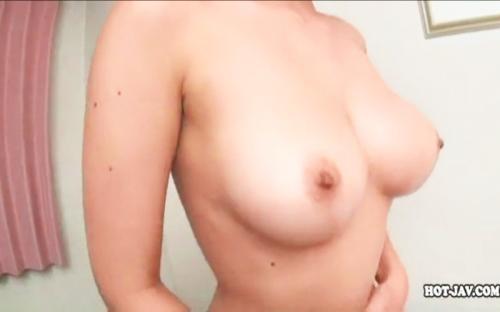 【本番デリヘル盗撮】爆乳おっぱいデリヘル嬢のトロトロおまんこ素股が気持ち良すぎて激ピストン思わず中出したった!