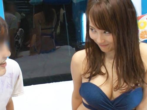<マジックミラー号>「彼女さん乳でっけぇ~!ww」MM号で最高クラスに可愛いS級の美少女に真正中出し<素人NTRナンパ>