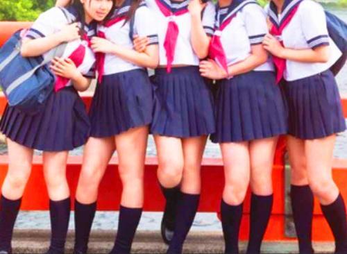 【媚薬ハーレム乱交】ロリかわいい制服女子高生たちが温泉宿でキメセク媚薬SEX三昧ww乱交パーティーww