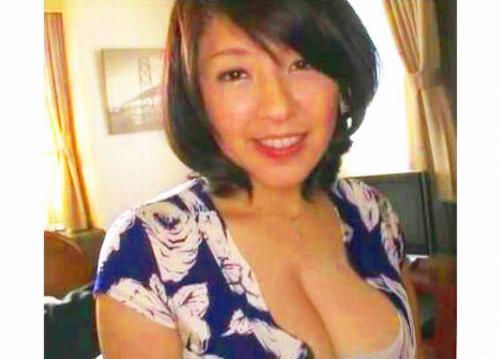 【人妻ナンパ】 ゚Д゚)♥・・・100㌢超乳おっぱい!ぷるるん爆乳三十路熟女人妻が真昼間から他人チンポでアヘアヘ不倫SEXww