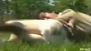 畑仕事の帰り道でレイプされる農家の主婦