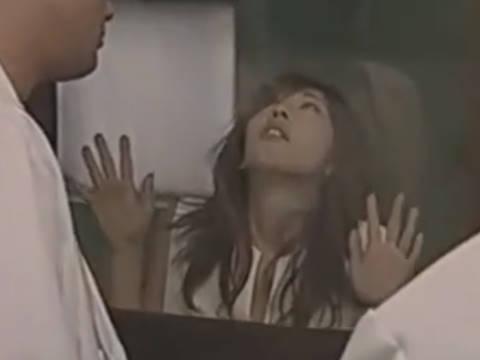 【ヘンリー塚本】お願いだからここから出してお願い...巨乳女がガス室で眠らされ鬼畜男たちに集団レ◯プ