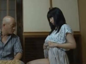 【ヘンリー塚本】父さん久しぶりにしない?…巨乳娘が母親が外出中にノーパンで父親を誘惑して近親相姦