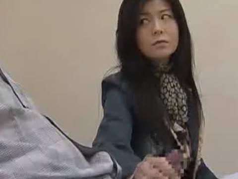 【ヘンリー塚本】なんだかぁ無性にでっかいのが欲しい…巨乳人妻が入院中の夫に手コキばかり要求され欲求不満