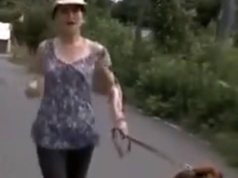 【ヘンリー塚本】セックスレスの巨乳人妻は近所の男のチ◯ポを手コキ&イラマチオで寝取られる