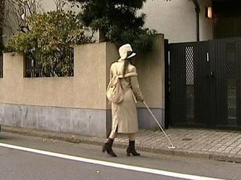 【ヘンリー塚本】目が不自由なのに付け込んでひとりぐらしの盲目の巨乳女性を待ち伏せしそ襲いかかる鬼畜の男たち
