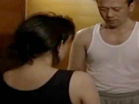 【ヘンリー塚本】眠れないの?良かったら私の部屋にいらっしゃいよ…巨乳妻が妊娠のため娘婿を誘惑し寝取られる爆乳人妻の義母