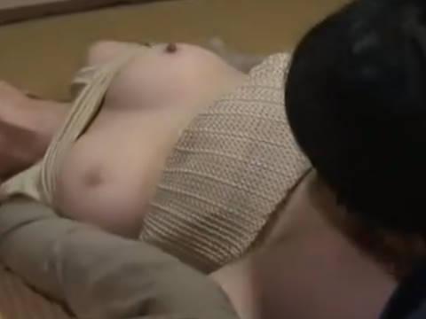 【ヘンリー塚本】オマ◯コって、すごいもんやなぁ…爆乳人妻がゆうちょの人を自宅に誘い込み寝取られ初めて知ったチンコの快楽