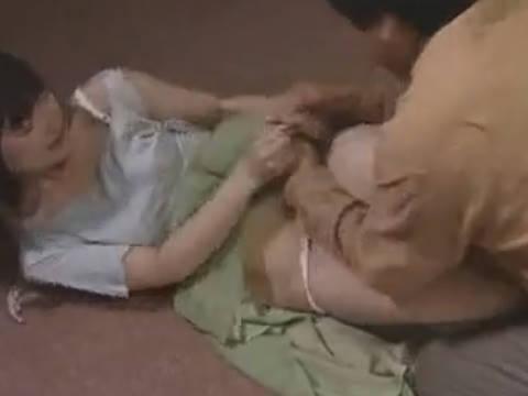 【ヘンリー塚本】ちょっんーやめて!…叔父が巨乳の姪に前戯もそこそこに生挿入で近親相姦