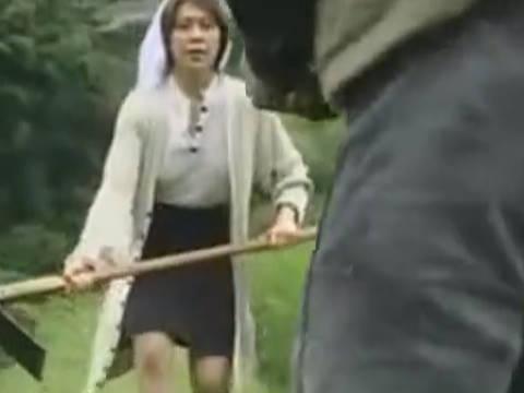 【ヘンリー塚本】なに、やめて、イヤイヤ…田舎の巨乳人妻が凶悪犯に野外で強姦され寝取られる