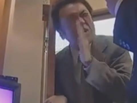 【ヘンリー塚本】悪いぃ子供が熱出しちゃって帰るわコイツも…巨乳人妻が同窓会で再会した元カレと二次会を抜け出しセックス