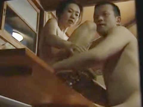 【ヘンリー塚本】いつから覗いとった…巨乳人妻が自宅のヤリ部屋で寝取られセックスするも息子に見つかり口封じの近親相姦