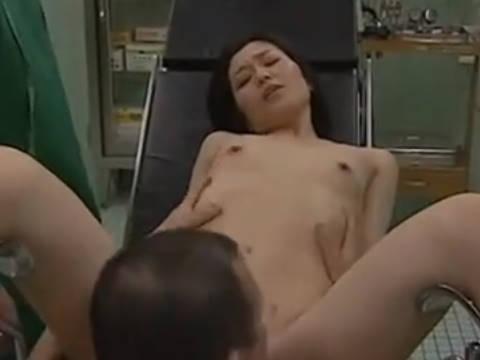 【ヘンリー塚本】はい先生方、よろしくお願いします…色気溢れるスタイル抜群の巨乳人妻が妄想を叶えるため医師達に寝取られる