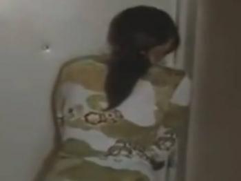 【ヘンリー塚本】田島です。開けて…巨乳人妻が昼下がりの団地で浮気相手をヤリ部屋に手引して寝取られる