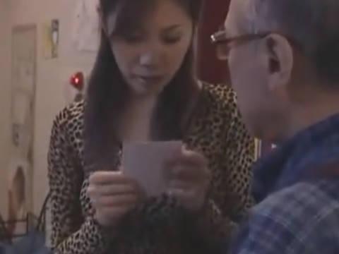 【ヘンリー塚本】不倫してるねぇ、ニシナさん…貧乳人妻が不倫中証拠を握られ寝取られる
