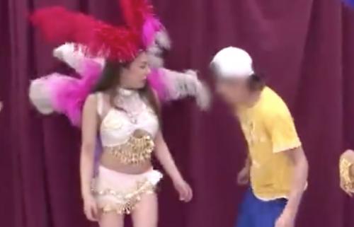 [松本メイ]『サンバのリズムを刻もう・・・』いつもの衣装で踊り狂うwww